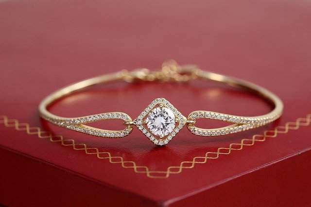 Mom's wedding gold bangle