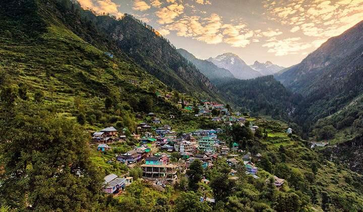 Kheerganga Mountain And Moon