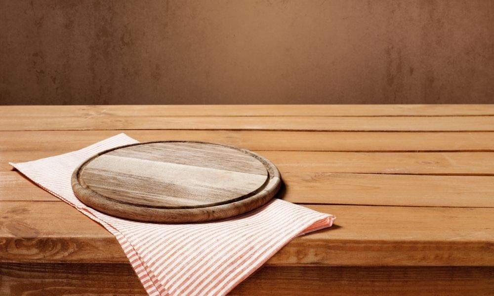 clean a wooden table